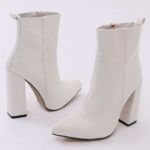 Shoes - Mode Two-Tone White Ankle Boots
